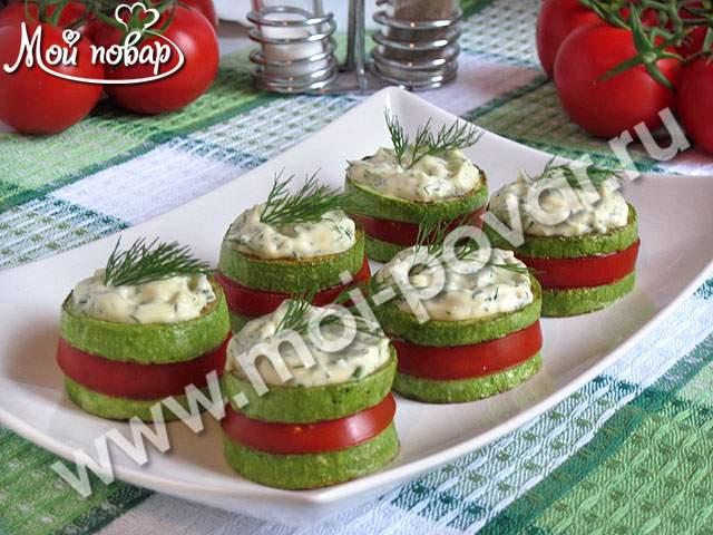 Закуска из кабачков с помидорами, чесноком и зеленью