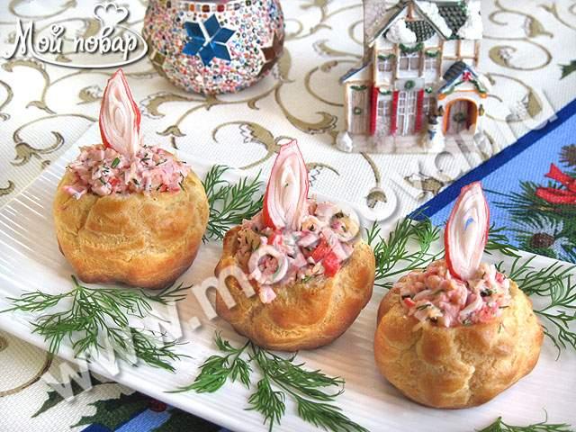 Закусочные профитроли с крабовыми палочками и сыром