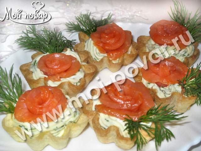Тарталетки  c сыром и семгой