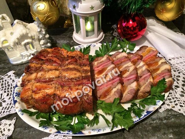 Праздничный мясной рулет