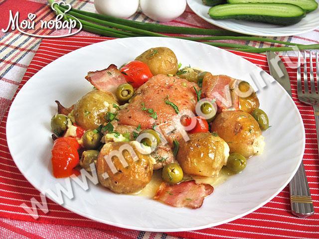 Курица, запеченная с картофелем, перцем и оливками