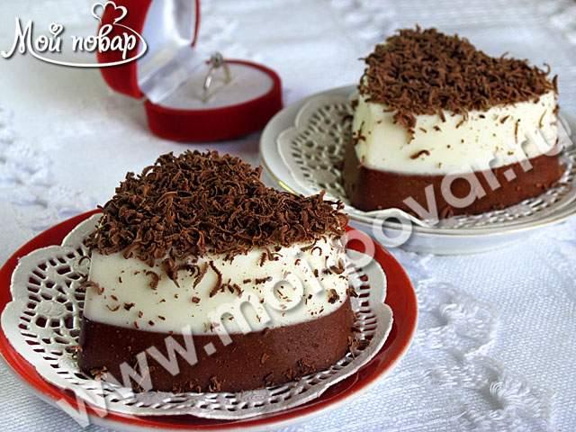 Творожно-сметанный десерт с  нежным вкусом прекрасно подойдет к романтическому ужину. Ингредиенты: Творог 18%-350г. Сметана 20%-450г. Сахар-200г. Ванильный сахар-2ч.л. Желатин-30г. Какао-4ст.л. Шоколад для украшения.